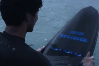 Samsung's Galaxy Surfboard Offers Real-Time Updates