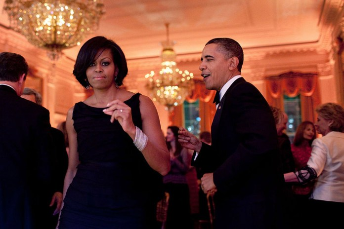 "Barack Obama Sings Drake's ""One Dance"" in This New Mash-Up"