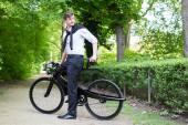These Retrofuturistic Bicycles Ditch the Traditional Triangular Frame