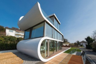 The Flexhouse Is the Epitome of Luxury Glass Home Design