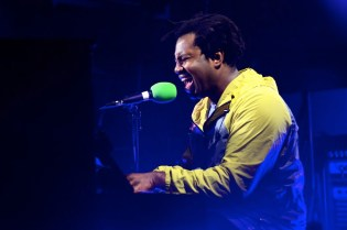 """Sampha Belts out Powerful Notes in New Song """"Plastic 100°C"""""""