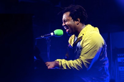 "Sampha Belts out Powerful Notes in New Song ""Plastic 100°C"""