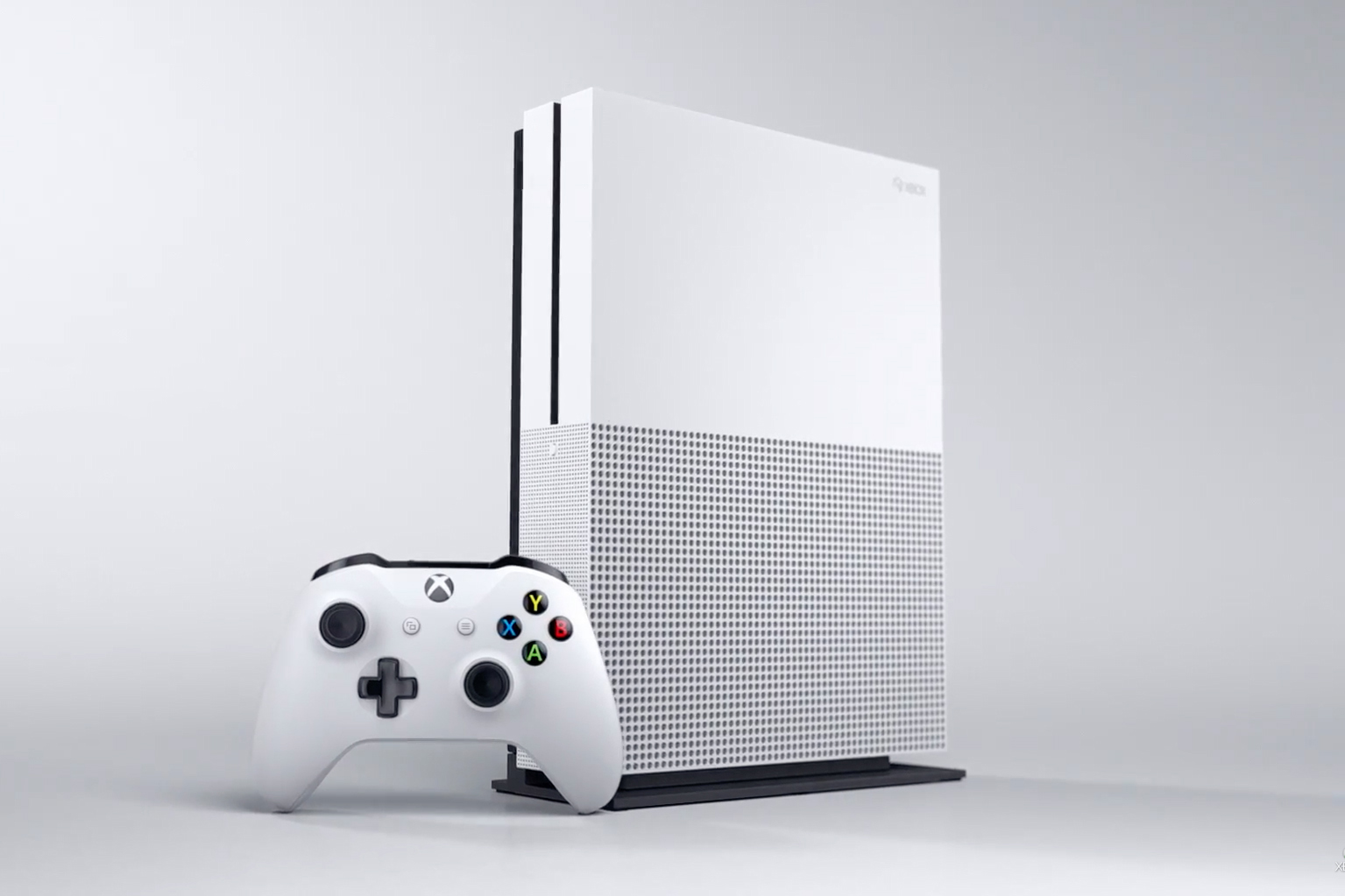 Microsoft Officially Unveils the Xbox One Slim