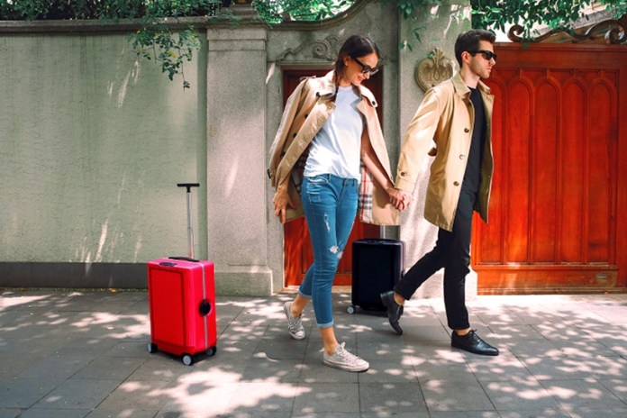 The COWAROBOT R1 Is a Carry-on Suitcase That Automatically Follows You