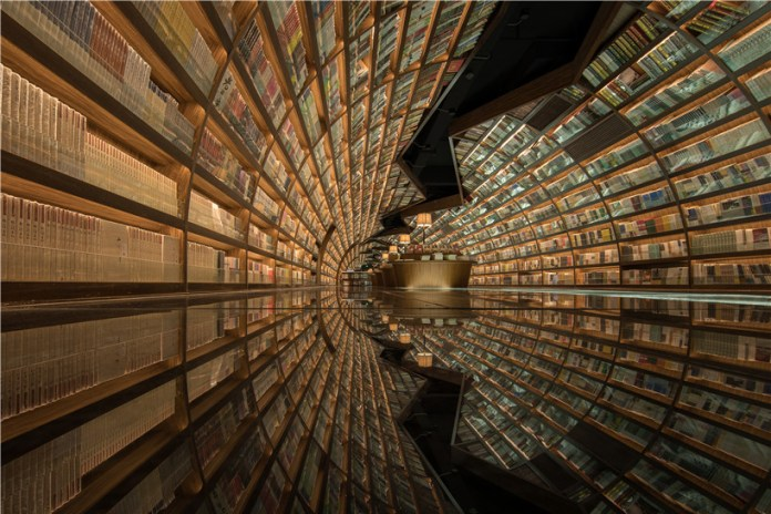 Visiting This Mirrored Glass Floor Library Is a Trippy Experience