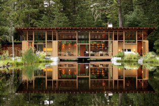The Newberg House Is a Stunning Retreat Set by a Tranquil Pond