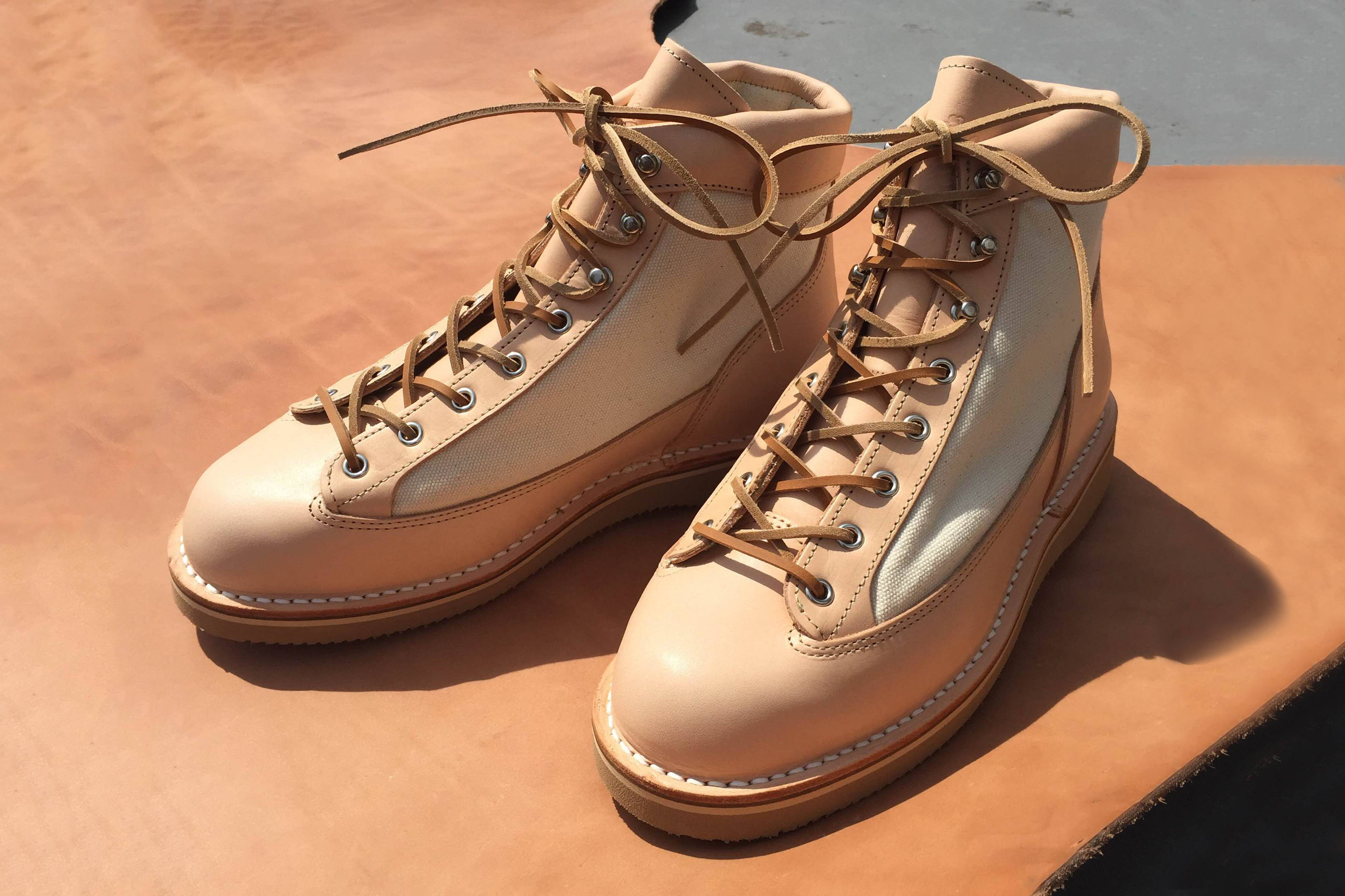 "BLK PINE Workshop & Danner Collaborate on ""Natural Veg-Tan"" Boots"