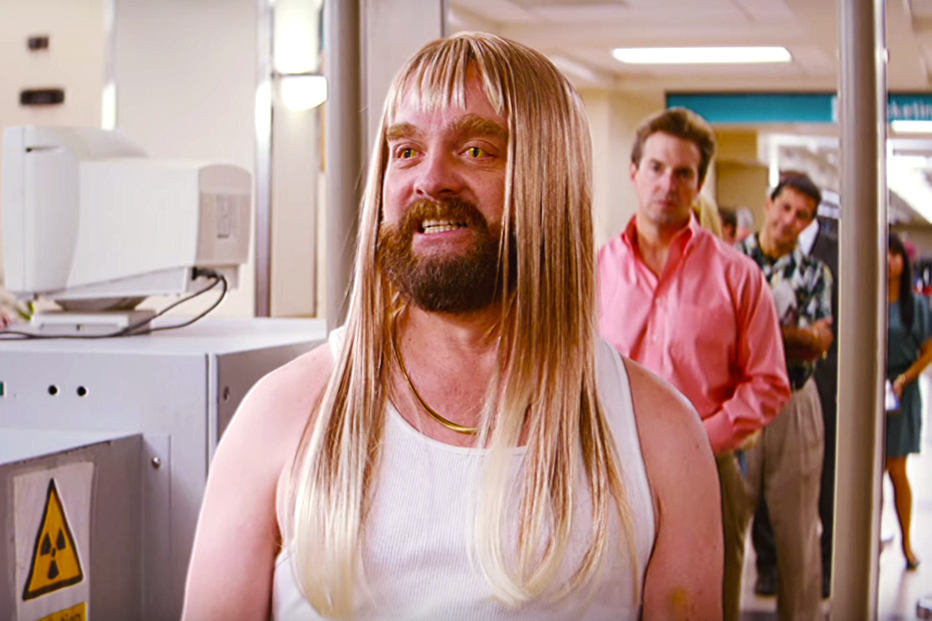 Zach Galifianakis Schemes to Get Filthy Rich in Official Trailer for 'Masterminds'