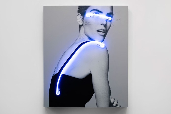 "Neon Lights and B&W Photography in Javier Martín's ""Blindness Collection"""