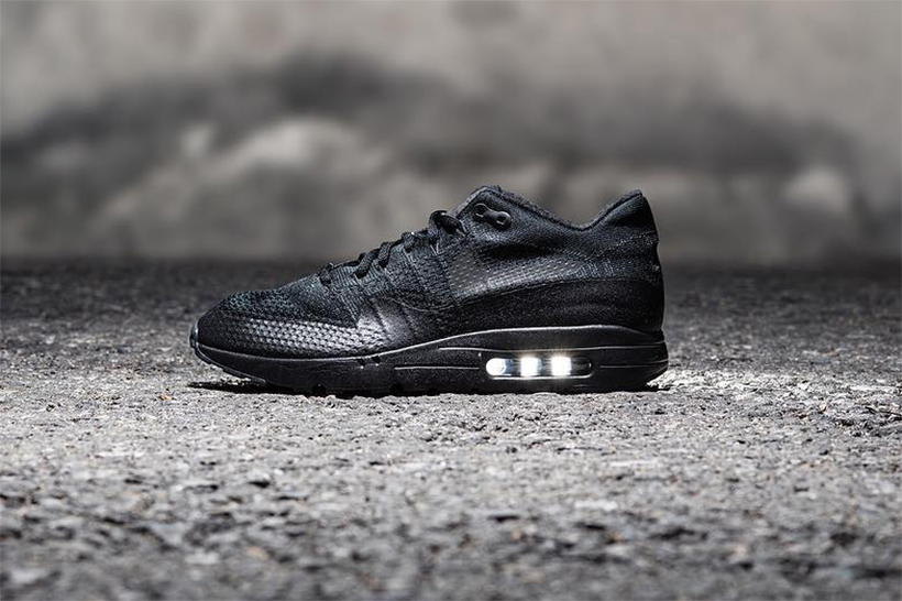 nike-air-max-1-ultra-flyknit-triple-black-1.jpg?quality=95&w=1024