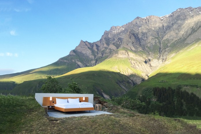 This Wall-Less Hotel Shows Ultimate Panoramic Views of the Swiss Alps