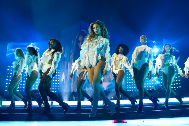 Watch Beyoncé Slay at the 2016 MTV Video Music Awards