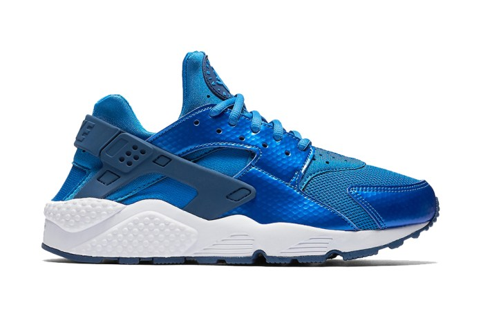 Nike Covers This Upcoming Air Huarache in Metallic Blue