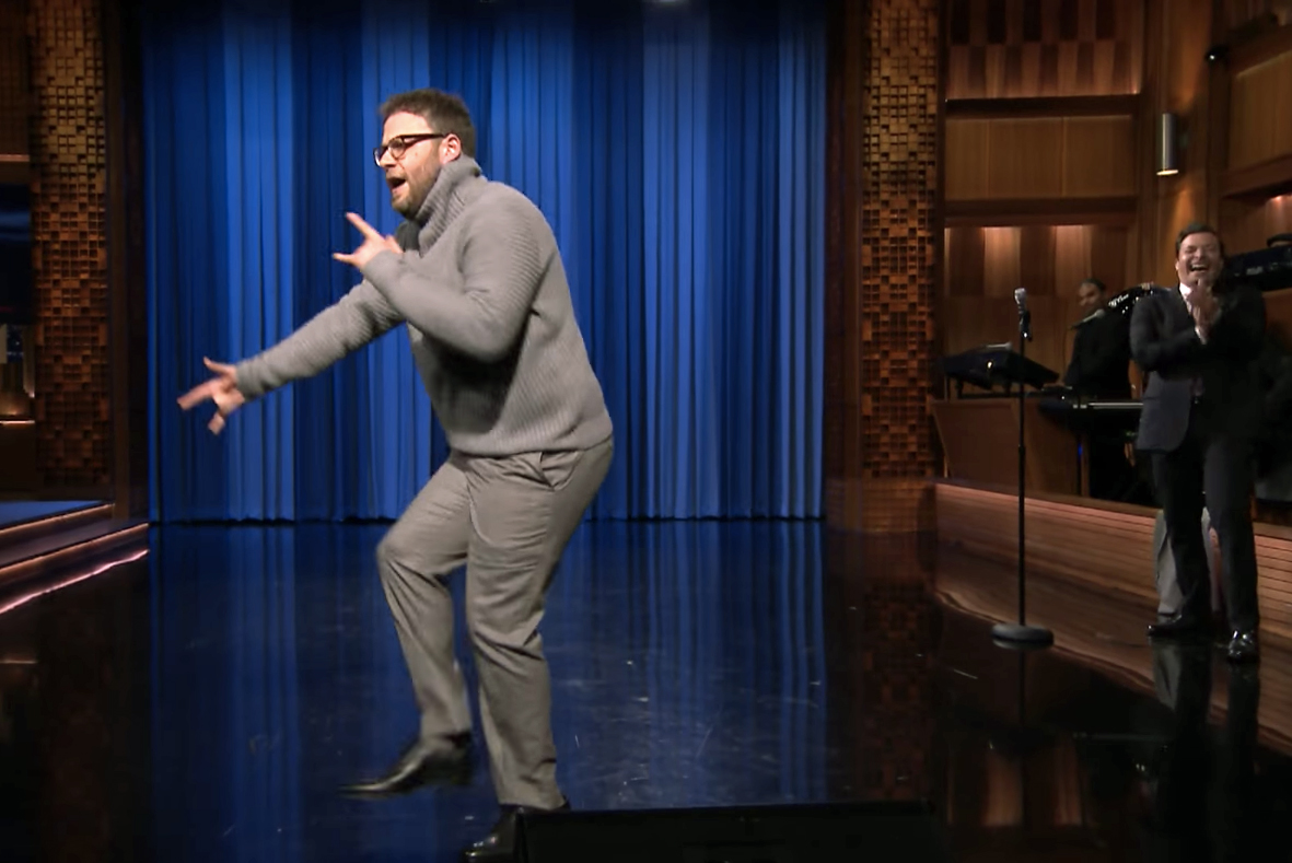 """Seth Rogen Lip-Syncs """"Hotline Bling"""" and a Roots Tribute on Jimmy Fallon"""