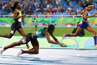Shaunae Miller Dives Across Finish Line for Gold Medal Win in Rio Olympics Women's 400m