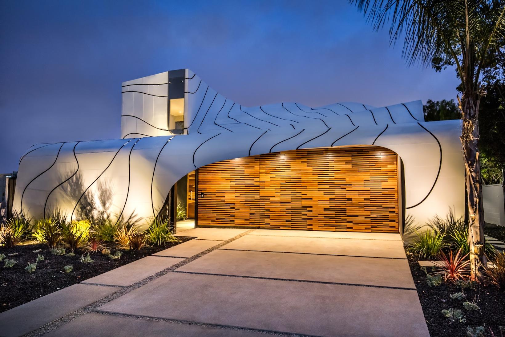 The Wave House by Architect Mario Romano Is a Coastal Gem