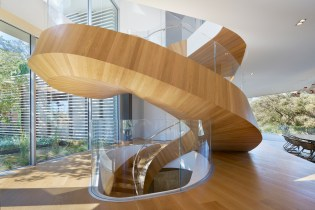 A Helical Staircase Is the Centerpiece of This Los Angeles Mansion