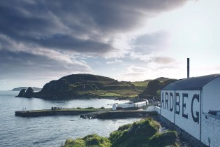 Ardbeg Schools Bloggers on How the World's Peatiest Whisky Is Made