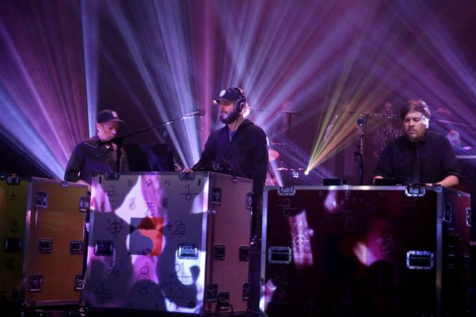 "Bon Iver Performs New Track ""8 (circle)"" on 'Fallon'"