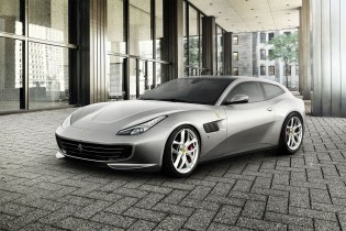 Ferrari Debuts Its First Four-Seater With a V8 Engine, the GTC4Lusso T