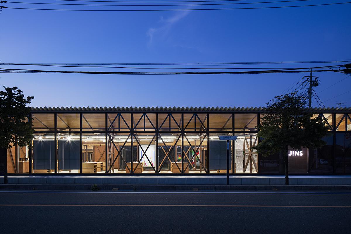 Jo Nagasaka & Schemata Architects Removed the Facade of JINS' Ageo Flagship