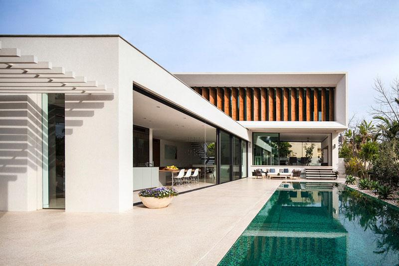 Modern Villa in Tel Aviv Designs Itself Around the Pool