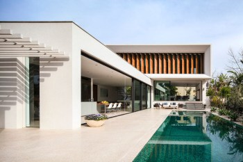 Modern Villa in Tel Aviv Designs Itself Around the Pool