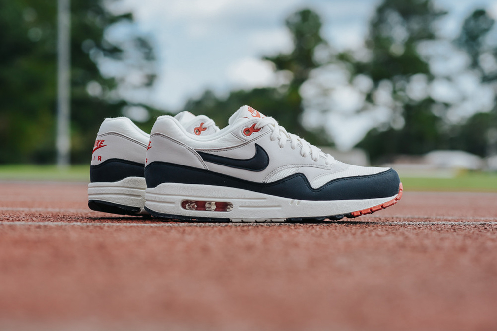"Nike Brings Back the OG ""Dark Obsidian"" Colorway of the Air Max 1"