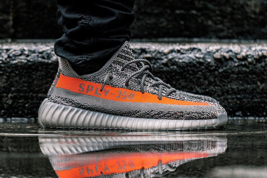9/24: adidas Yeezy Boost 350 V2 - Medium