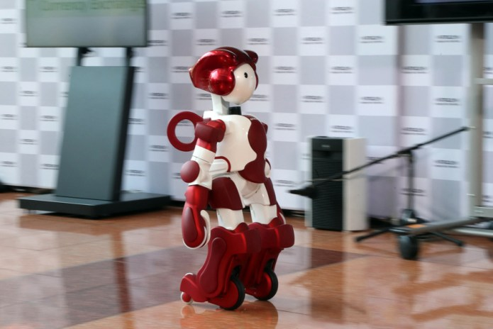 Tokyo's Haneda Airport Enlists Robots to Guide Travelers