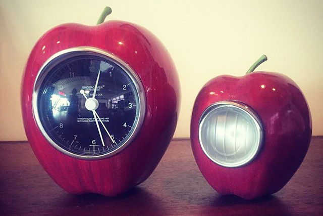This UNDERCOVER GILAPPLE Tells the Time