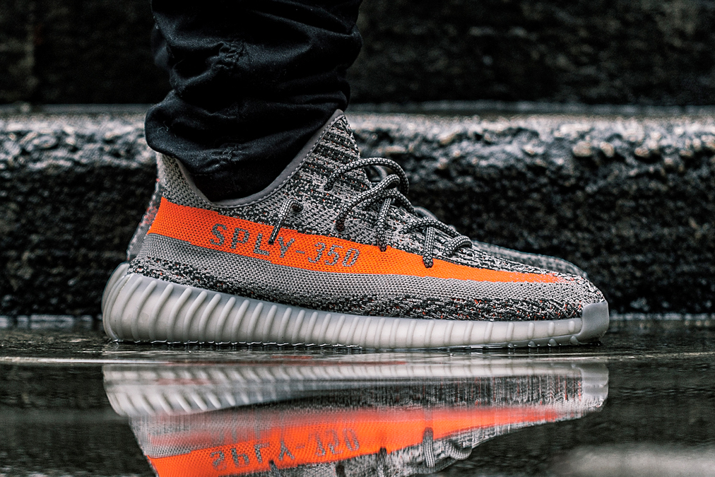 A Closer Look at the adidas Yeezy Boost 350 V2 Kanye west SOLAR RED/STEEPLE GRAY/BELUGA primeknit - 1316973