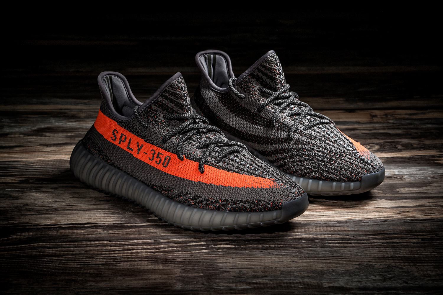 A Closer Look at the adidas Yeezy Boost 350 V2 Kanye west SOLAR RED/STEEPLE GRAY/BELUGA primeknit - 1316975