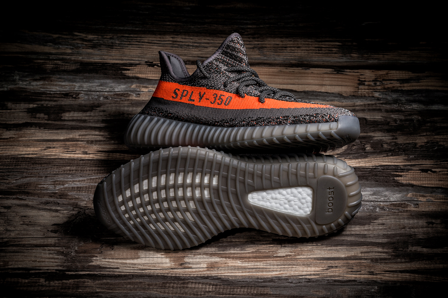 A Closer Look at the adidas Yeezy Boost 350 V2 Kanye west SOLAR RED/STEEPLE GRAY/BELUGA primeknit - 1316978