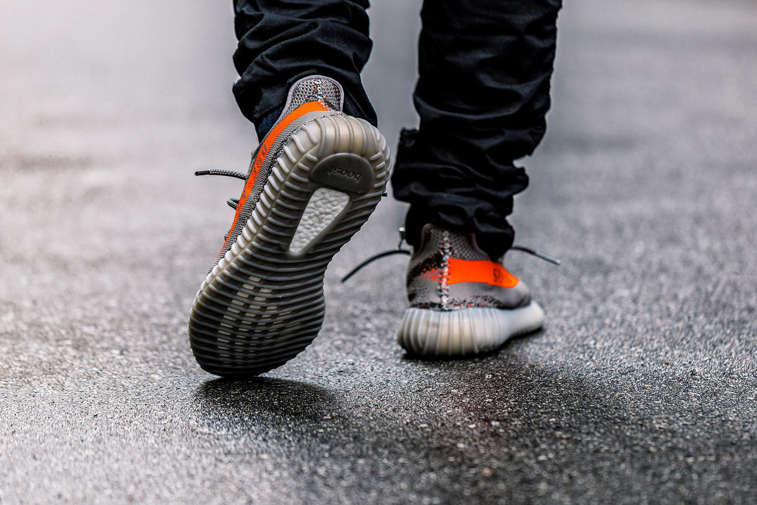 A Closer Look at the adidas Yeezy Boost 350 V2 Kanye west SOLAR RED/STEEPLE GRAY/BELUGA primeknit - 1316981