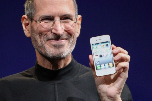 Apple Will Kill off the iPhone 4 and Old MacBook Airs This Month