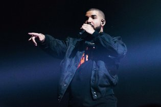 Drake Sets Record With 13 2016 American Music Awards Nominations