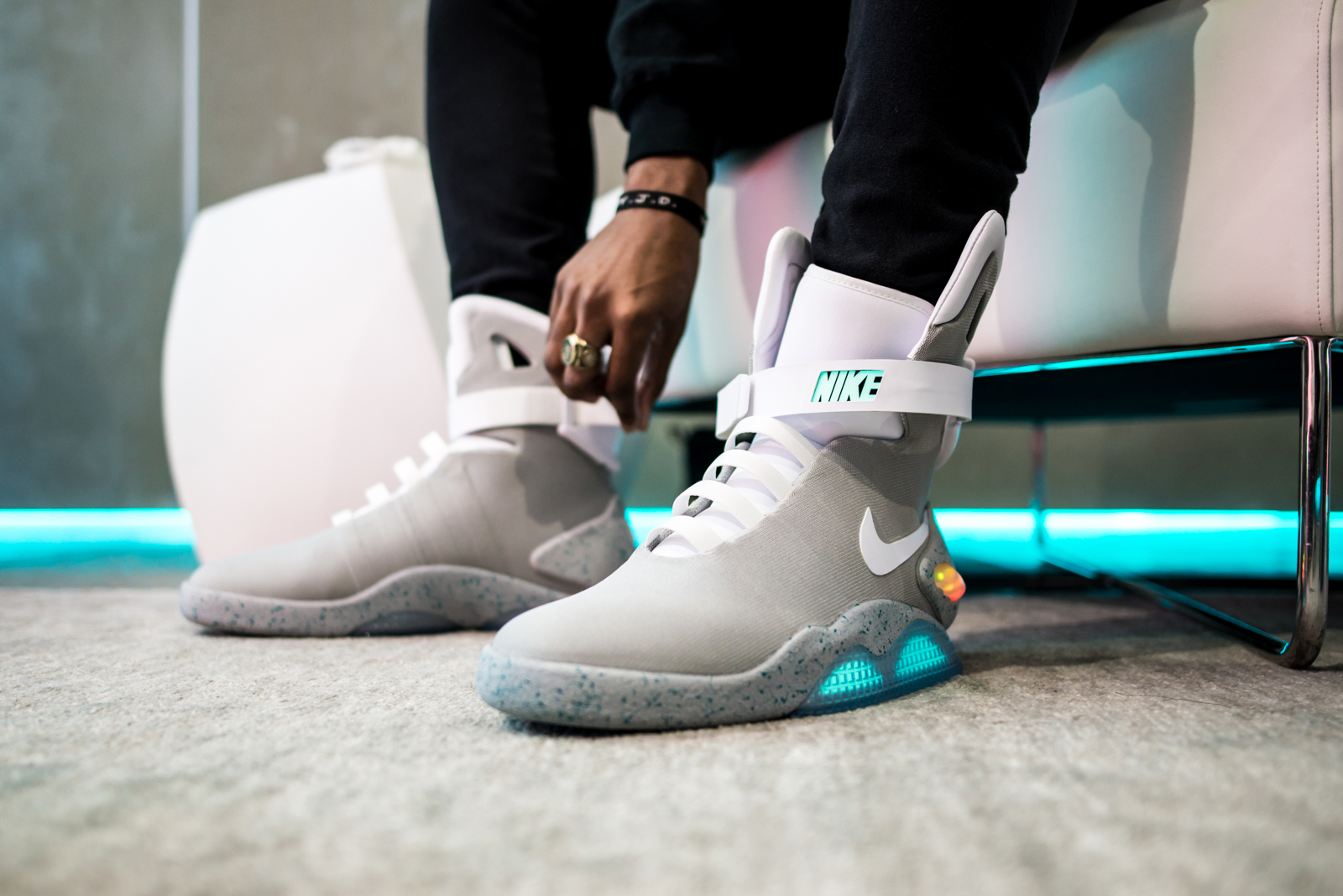 Sepatu Nike MAG Back to the Future Laku