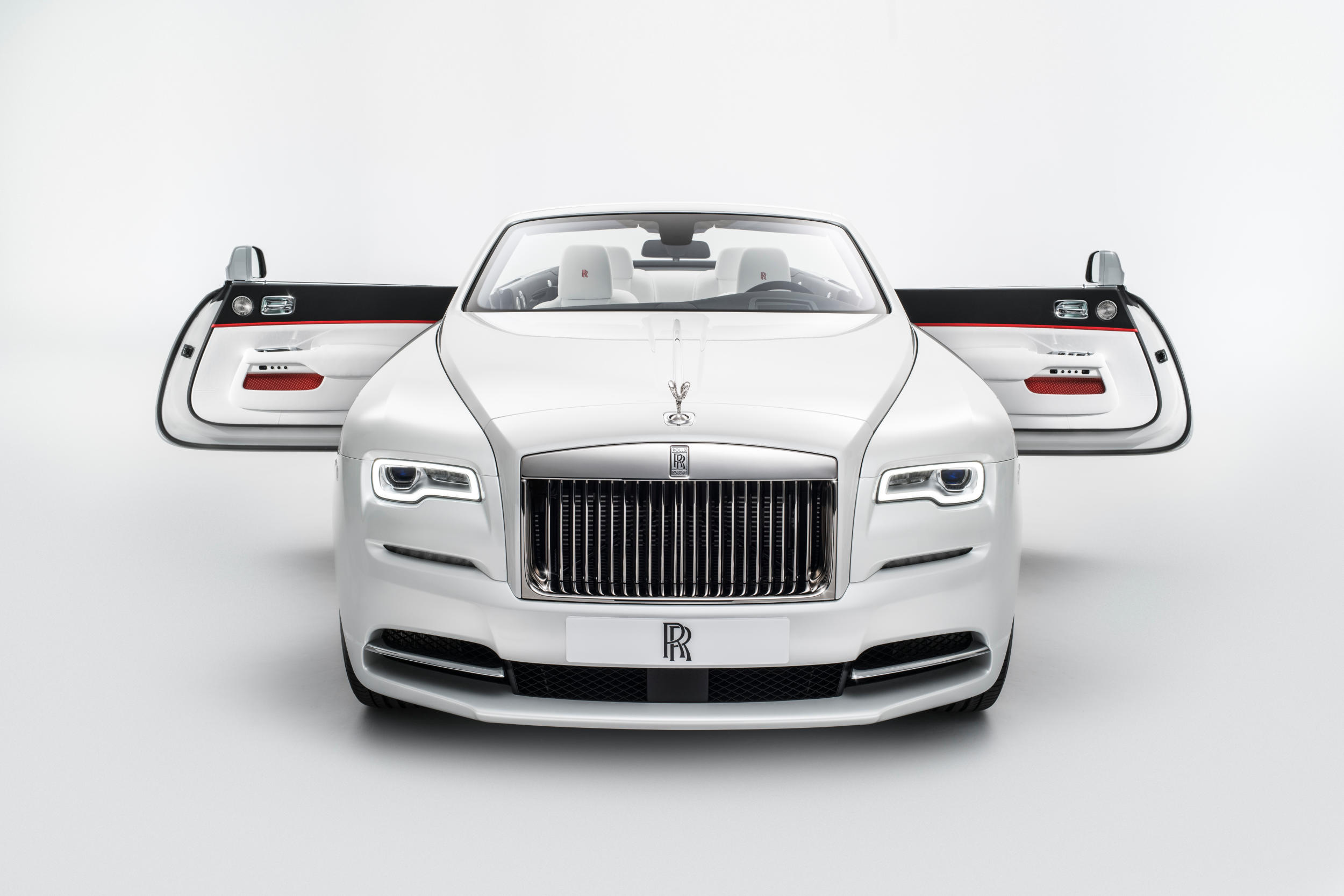 Rolls-Royce Introduces a Lookbook for Its 2017 Spring/Summer Line of Fashion-Inspired Vehicles