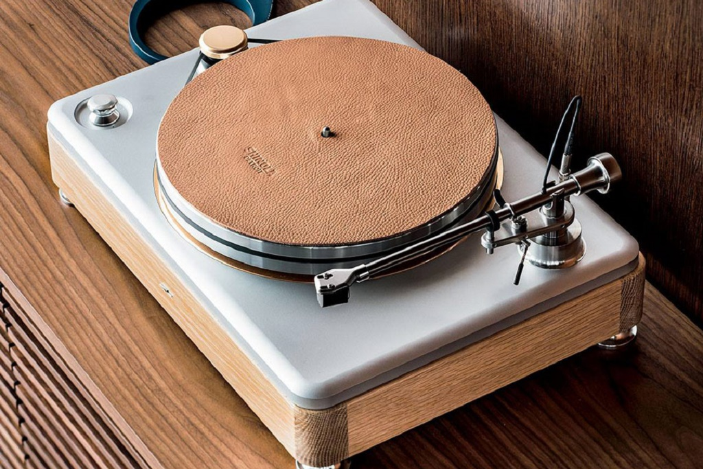 Shinola Introduces the Stunning Runwell Turntable