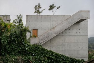 The Ubatuba House Is a Monolithic Structure Overlooking the Sea