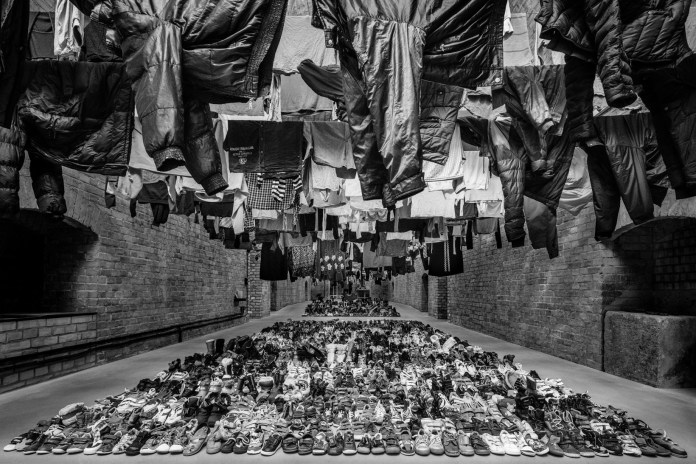 "Ai Weiwei's ""Laundromat"" Exhibition Spotlights Thousands of Syrian Refugee Garments"