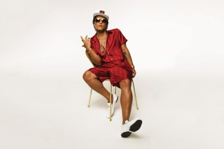 """Bruno Mars Channels Michael Jackson & Prince in """"Versace On The Floor"""""""