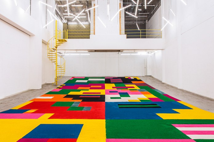 Craig & Karl Create a Colorful Sawdust Carpet for Showcase ITCH