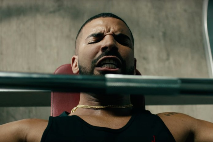 """Drake Works out & Lip Syncs to Taylor Swift's """"Bad Blood"""""""