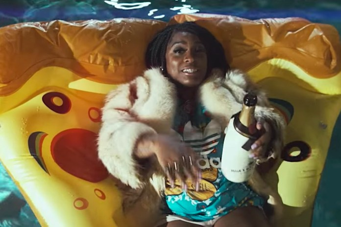 "Kamaiyah Has a Good Time in ""Mo Money Mo Problems"" Video"