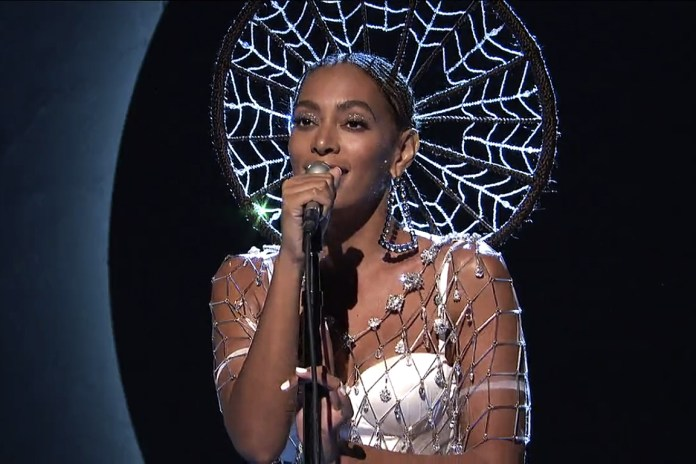 Solange Performs 'Cranes in the Sky' and 'Don't Touch My Hair' on 'SNL'