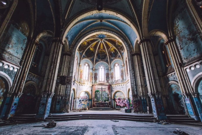 Explore Forbidden Locations in Chicago With Daring Photographer trashhand