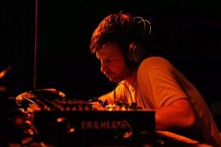 "Aphex Twin Shares New Song, ""tnodvood104"""