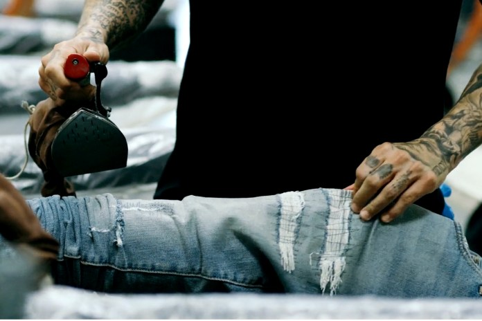 En Noir Takes Us Behind the Scenes on Its Denim Process